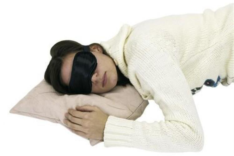 Omul care vorbeste in somn trebuie sau nu trezit?