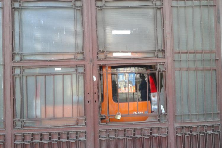 PDL a blocat intrarea de acces la sediul PNL FOTO