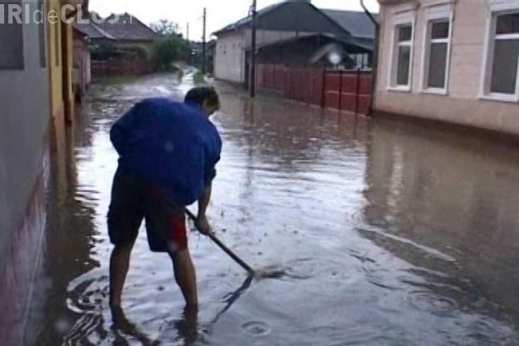 Inundatii la Huedin si Dej in urma furtunii de duminica seara