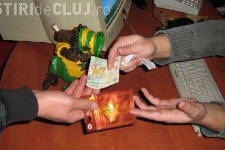 PERCHEZITII la Cluj! Sunt cautati traficanti de droguri care actioneaza in scoli