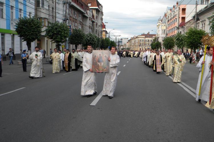 De Rusalii, mii de clujeni au participat la o procesiune prin centrul orasului