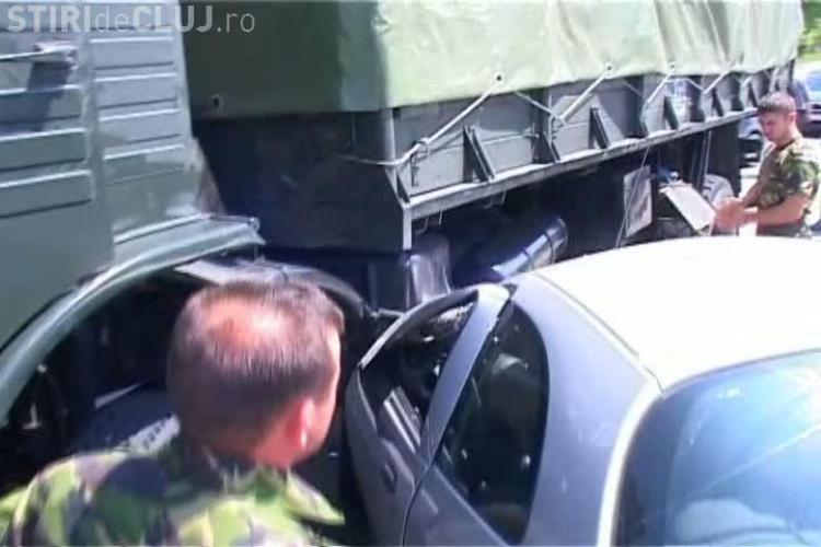 Accident pe strada Campului! O soferita a intrat in masina unui lider PDL Cluj si apoi a ajuns sub un camion al Armatei VIDEO