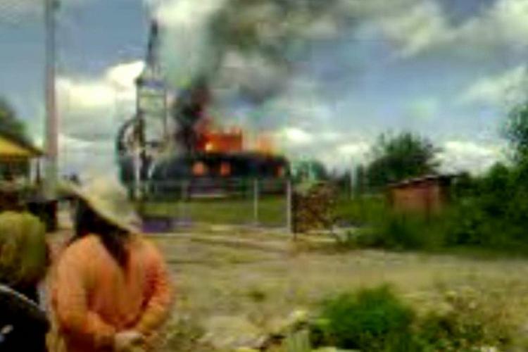 Biserica de lemn din Dealu Negru a ars! Flăcări uriașe filmate de un localnic VIDEO