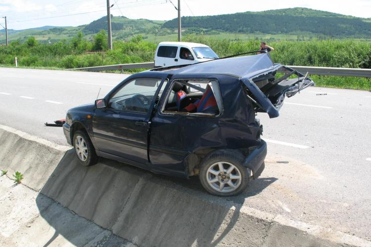 Accident la Livada: Două mașini s-au rupt în bucăți