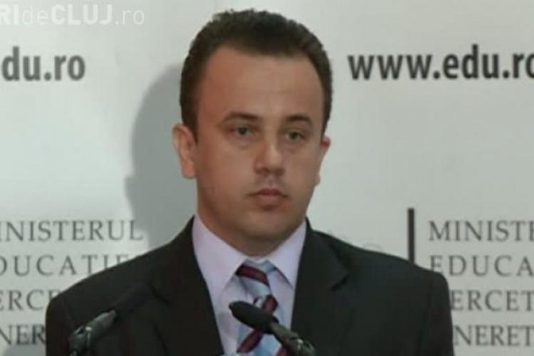 Ministrul Educației, Liviu Pop, profesor de matematică, nu a ştiut să rezolve o problemă de la Evaluare VIDEO