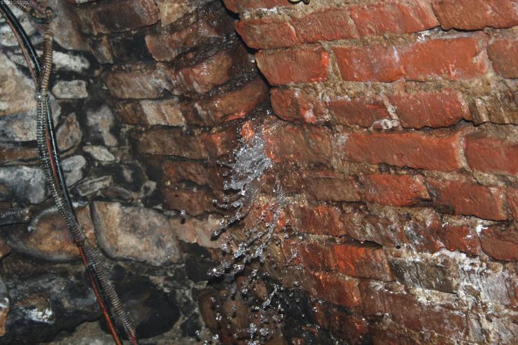 Clubul Janis din Cluj-Napoca a fost inundat. Apa a intrat prin gurile de aerisire si prin pereti - FOTO