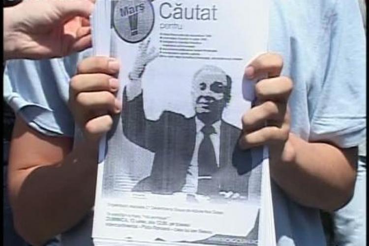 Iliescu si-a lansat cartea despre Revolutie cu scandal. Fostul presedinte a fost huiduit de tineri