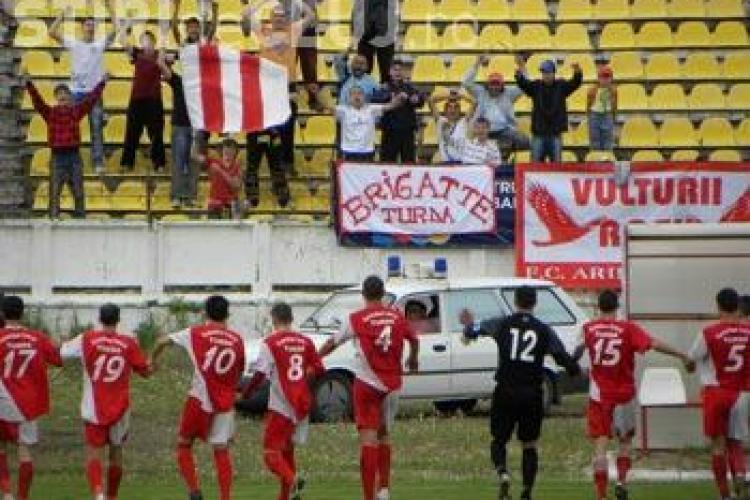 FC Ariesul Turda a invins cu 3 - 1 FC Arges si a scapat de retrogradare