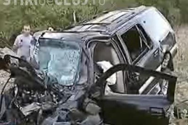 Accident grav la Iclod. Doua autoturisme s-au lovit frontal si o femeie a fost ranita