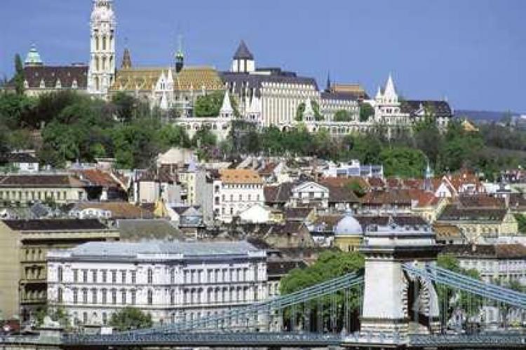 Bursa din Budapesta si forintul, in cadere libera, dupa ce oficialii au anuntat ca Ungaria este intr-o situatie similara Greciei