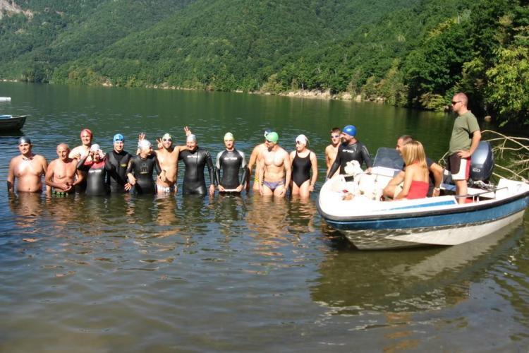 200 de inotatori se vor intrece in traversarea lacului Tarnita in 17 iulie