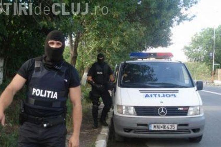 VIDEO -Trei persoane retinute de procurorii DIICOT Cluj, in cazul retelei nationale care insela firmele de leasing. Doua au fost arestare pe 29 de zile