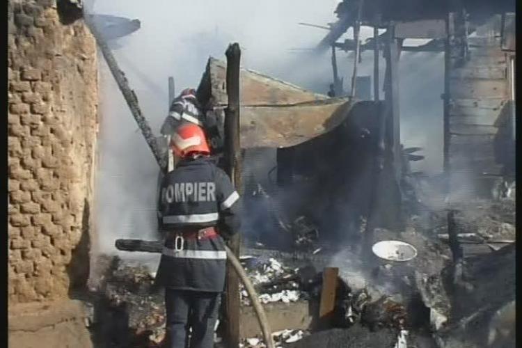 Incendiu in Someseni. Un barbat a murit intr-un incendiu produs la o locuinta improvizata