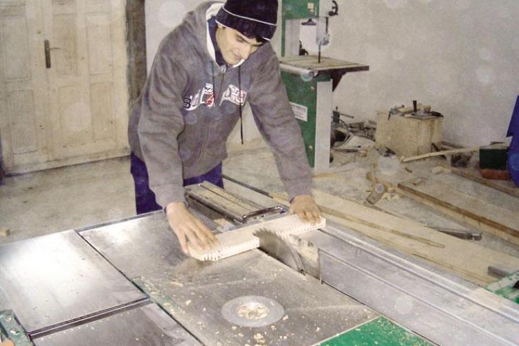 Muncitorii de la Fabrica de Mobila Gherla sunt neplatiti de 6 luni