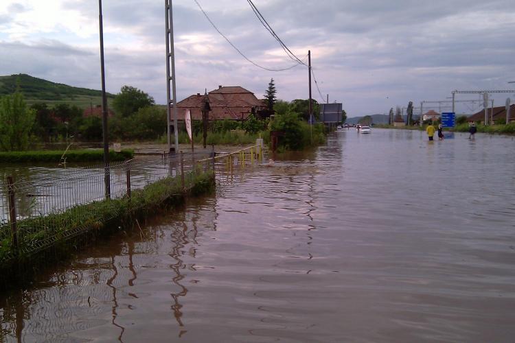 Drumul Cluj-Napoca - Gherla este sub ape! Viitura din comuna Jucu a acoperit DN 1C. Un tronson, unde apa are 1 metru, este inchis- VIDEO