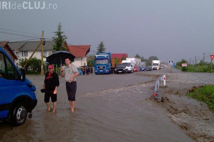 Un pod din Campenesti, comuna Apahida, s-a surpat. Drumul National 1C ramane in continuare blocat