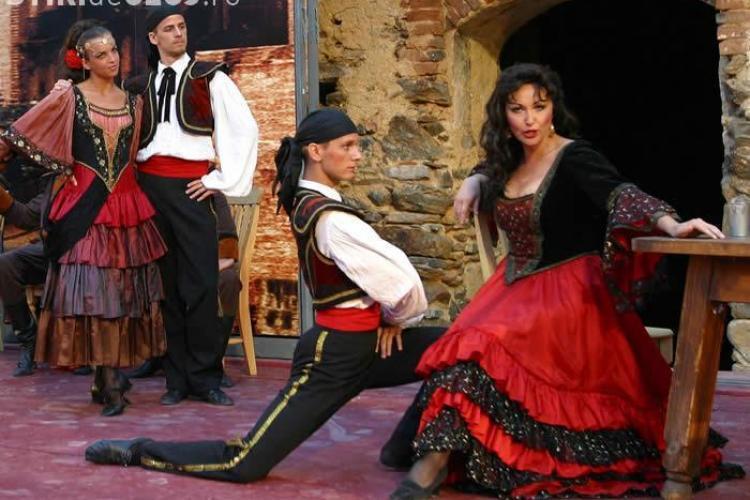 "Ploaia muta spectacolul ""Opera Viva"" din Piata Unirii in sala Operei Nationale"