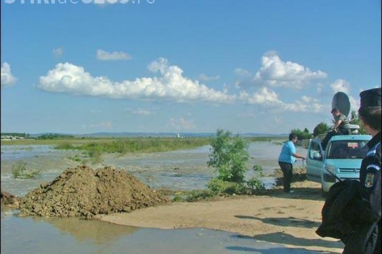 Inundatii la Cluj. Circulatia este inca blocata pe 4 drumuri judetene