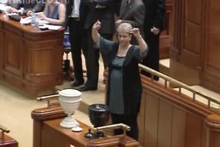 VIDEO - Teo Trandafir a facut show la votarea motiunii. A votat impotriva taierii pensiilor