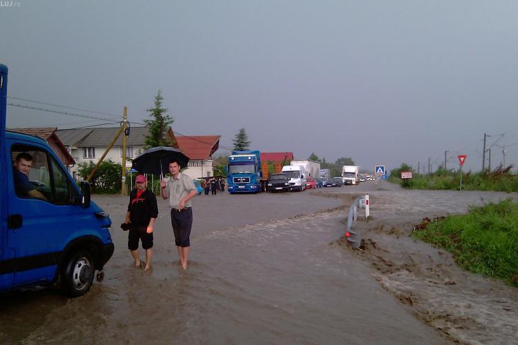 VIDEO- DN 1C Cluj-Gherla este blocat din cauza inundatiilor in zona localitatii Jucu