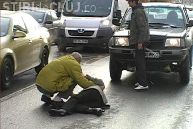 Calcata pe trecerea de pietoni la intersectia strazilor Primaverii cu Ravasului din Cluj-Napoca