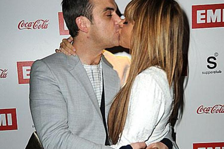 Robbie Williams vrea sa aiba proprii copii si apoi sa adopte doi copii din Haiti
