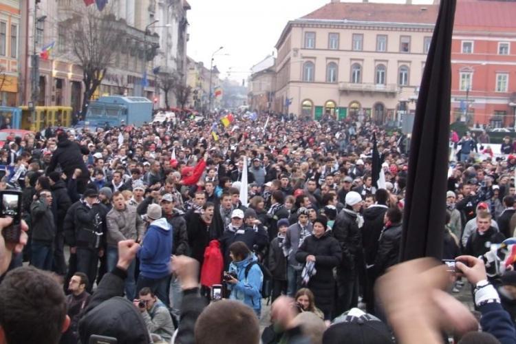 Suporterii Universitatii Cluj vor sarbatori promovarea in Piata Avram Iancu de la ora 18.00