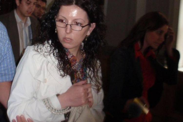 Avocata Ioana Foia, acuzata de furt calificat si inselaciune, ramane in arest