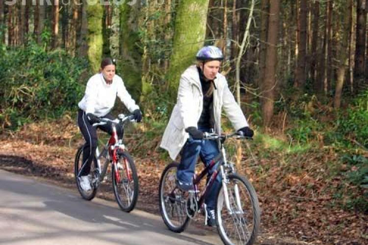 Harta cu 100 de trasee pentru biciclisti se vinde cu 19,50 lei