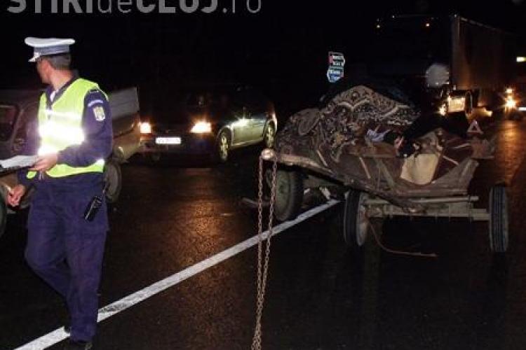 """Accident grav in comuna Geaca!. A intrat cu scuterul intr-o caruta nesemnalizata cu un """"driver"""" baut"""