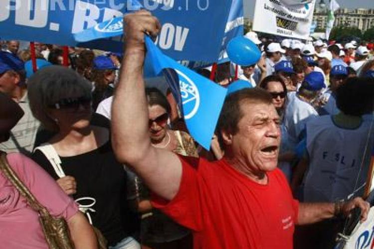Sindicalistii protesteaza la Cotroceni, iar liderii sunt la un congres in Canada