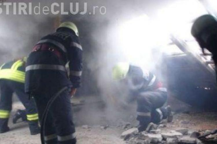 Incendiu pe strada Cernei, Cluj-Napoca. Un tanar de 26 de ani s-a intoxicat cu monoxid de carbon