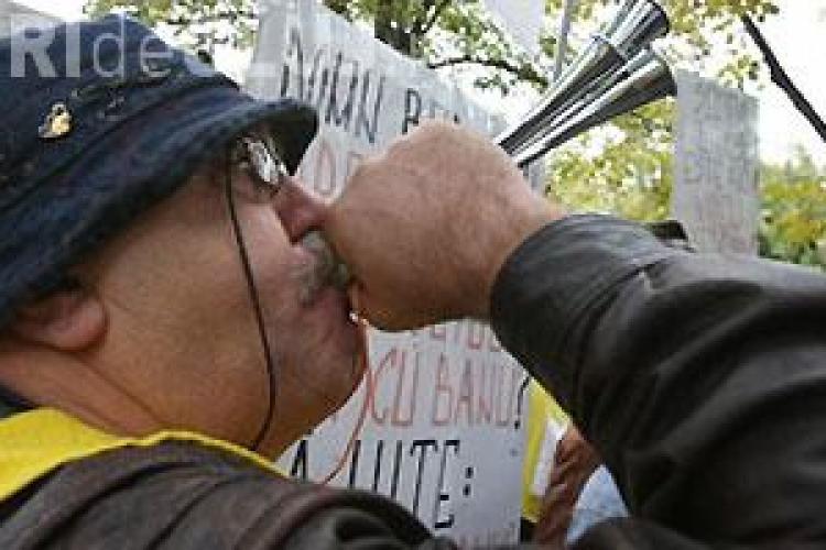 Protestul din Piata Lucian Blaga din Cluj-Napoca se anunta unul anemic. Mitingul cu 10.000 de protestatari a ajuns la cateva sute de nemultumiti