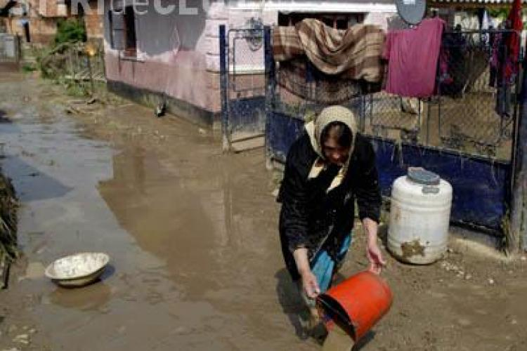 Inundatie in comuna Jucu. Zeci de gospodarii au fost acoperite de ape in urma unei ploi torentiale