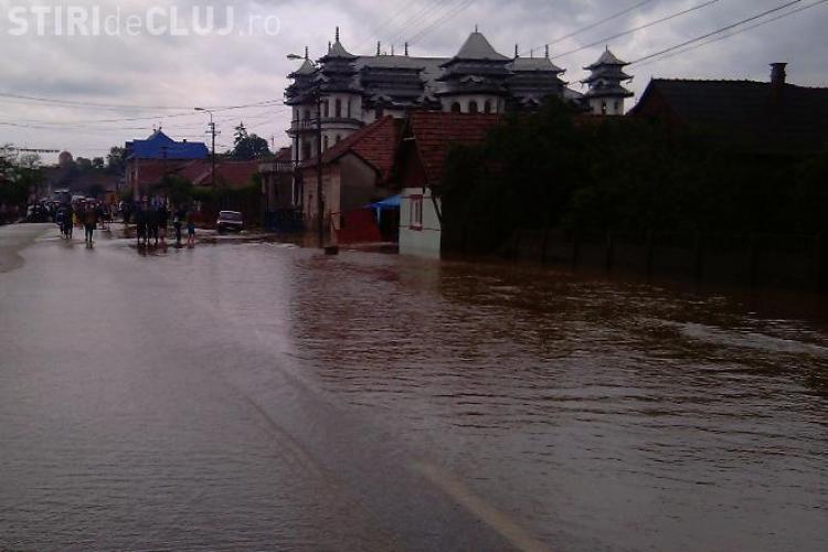 Bilant inundatii Cluj! Viiturile din ultimele zile au inundat 1.400 de case si 100 de poduri au fost avariate in judetul Cluj