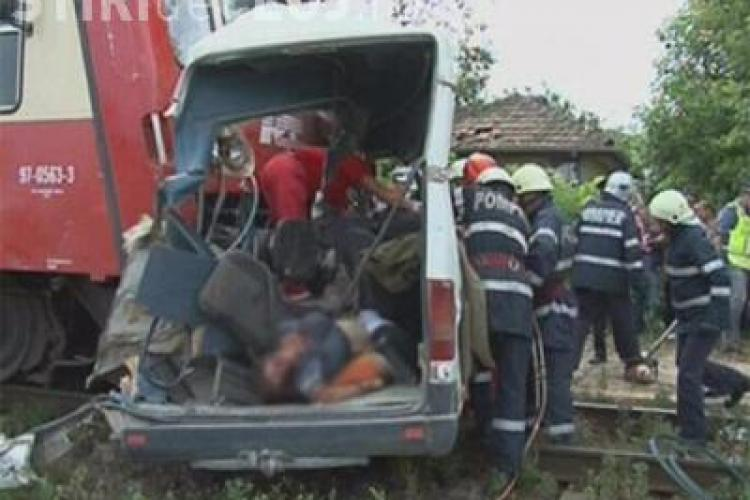 Autoutilitara lovita de un accelerat in Campia Turzii. Soferul a scapat ca prin minune, nevatamat