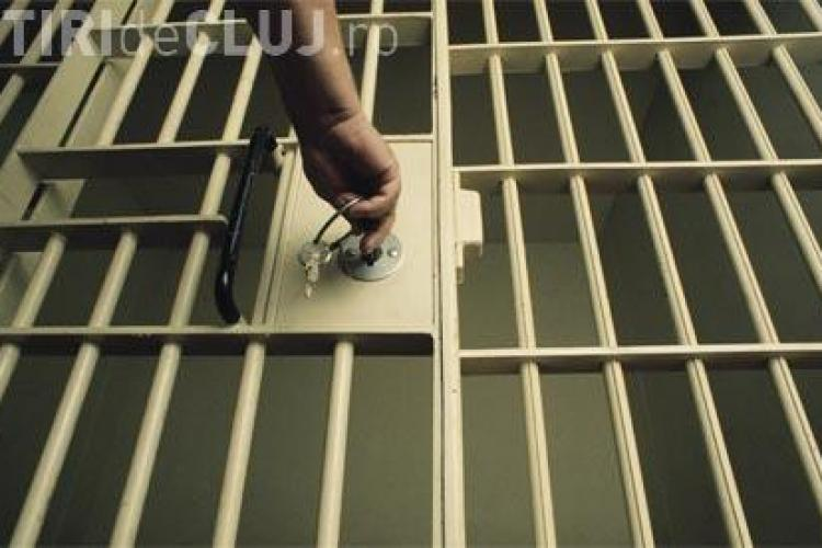 Se intampla in Romania! Un detinut a dat in judecata un post de televiziune pentru ca a intrerupt filmul cu publicitate
