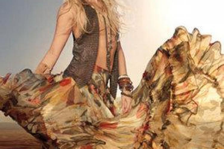 Shakira a lansat un parfum exotic VIDEO