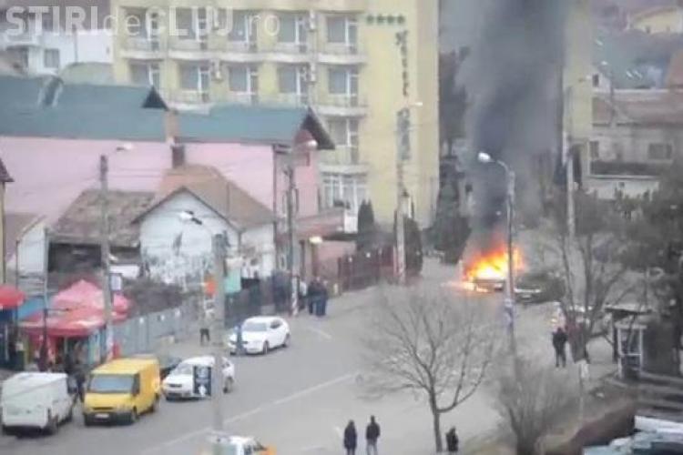Un taximetru a ars în flăcări pe strada Constantin Brâncuși VIDEO
