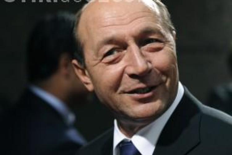 Băsescu promite iaraşi că demisioneză dacă se schimbă Constituţia
