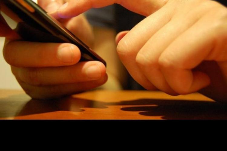 BAC 2012: Un elev eliminat la Cluj după ce i-a sunat mobilul în timpul examenului