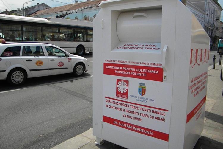La Cluj au fost amplasate containere unde pot fi donate haine FOTO