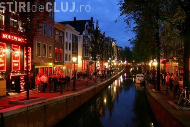 """Celebrul """"Cartier Roşu"""" din Amsterdam, """"curăţat"""" de bordeluri"""