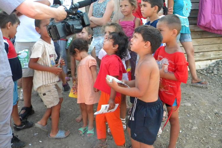 Copiii din Pata Rât, condamnaţi la o viaţă printre gunoaie. Cu toate astea zâmbesc larg! FOTO VIDEO