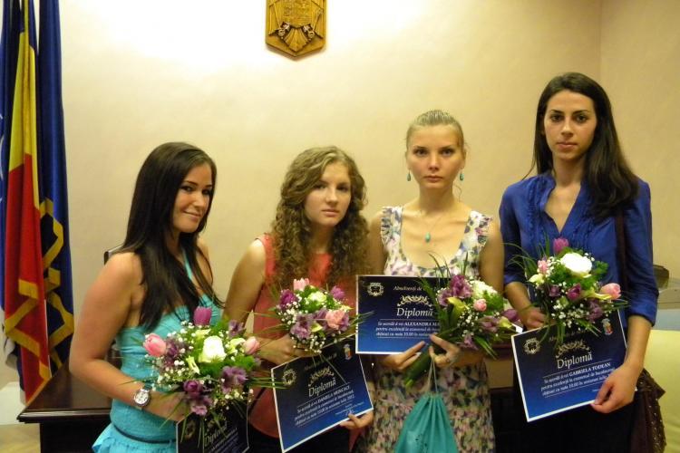 Elevă din Cluj cu ZECE la BAC: Staţi mai puţin pe Facebook şi învăţaţi, dacă vreţi să luaţi BAC - ul VIDEO
