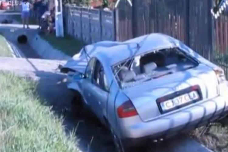 Accident la Bunești! Un Audi a rupt un stâlp și două persoane au fost rănite VIDEO