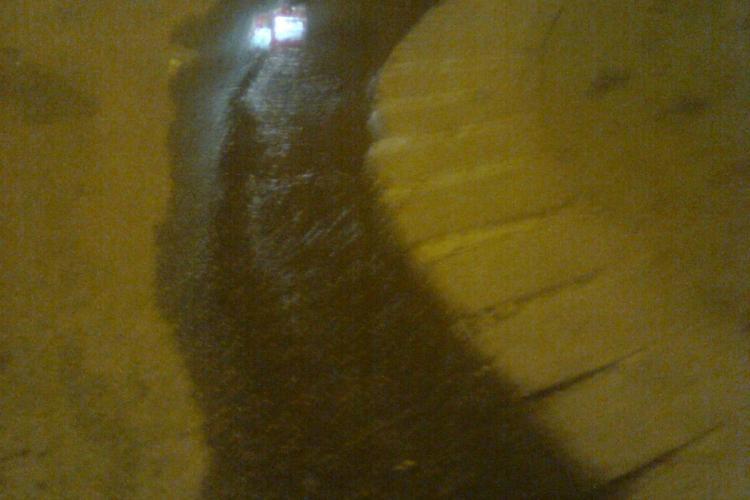 O ţeavă de apă s-a spart la căminul 17 din Hasdeu. Pe Piezişă s-a format un mic râu  ŞTIREA CITITORULUI