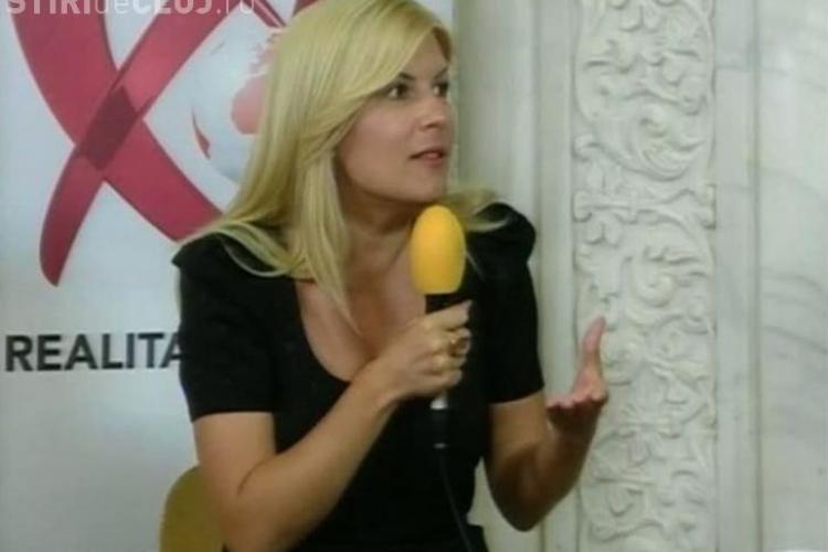 În 5 minute Elena Udrea îşi alege ţinuta! Vezi cum se îmbracă femeile din PDL