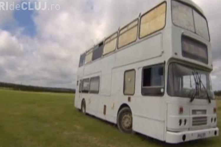 Autobuz transformat în casă. Vezi cât a costat investiţia