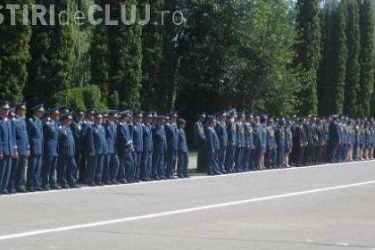 Viitorii poliţişti batjocoriţi de guvernul Ponta. Absolvenţii vor mai sta acasă încă 6 luni